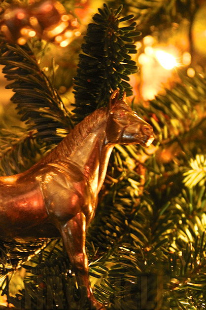 want to learn how to make this mini gold horse ornament read below - Horse Christmas Decorations
