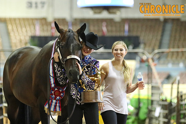 EC Photo of the Day- World Champion Showmanship Sisters!