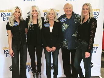 Bradshaw Family Duels it Out on Family Feud!